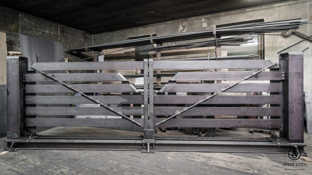 12_Tor_Einfahrt_modern_Dachau_Kunstschmiede_Eisen