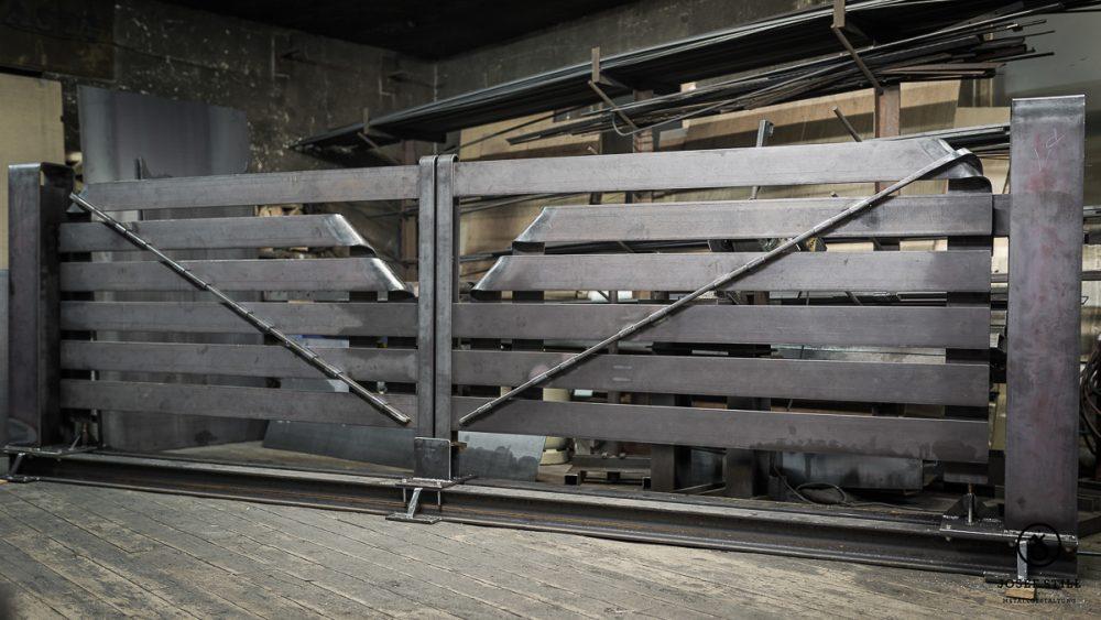 14_Tor_Einfahrt_modern_Dachau_Kunstschmiede_Eisen