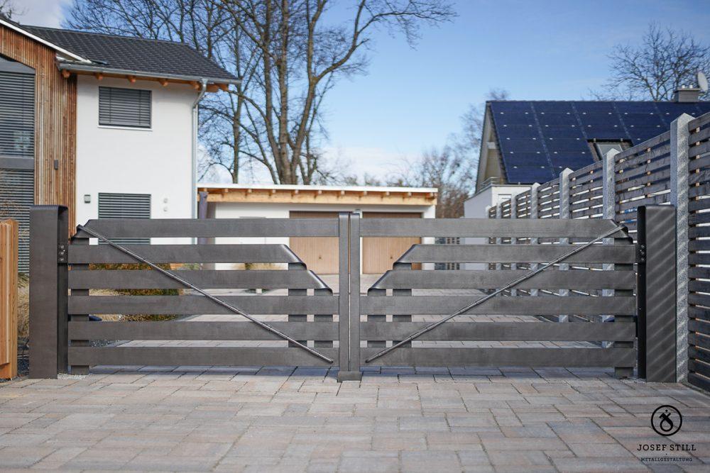 23_Tor_Einfahrt_modern_Dachau_Kunstschmiede_Eisen