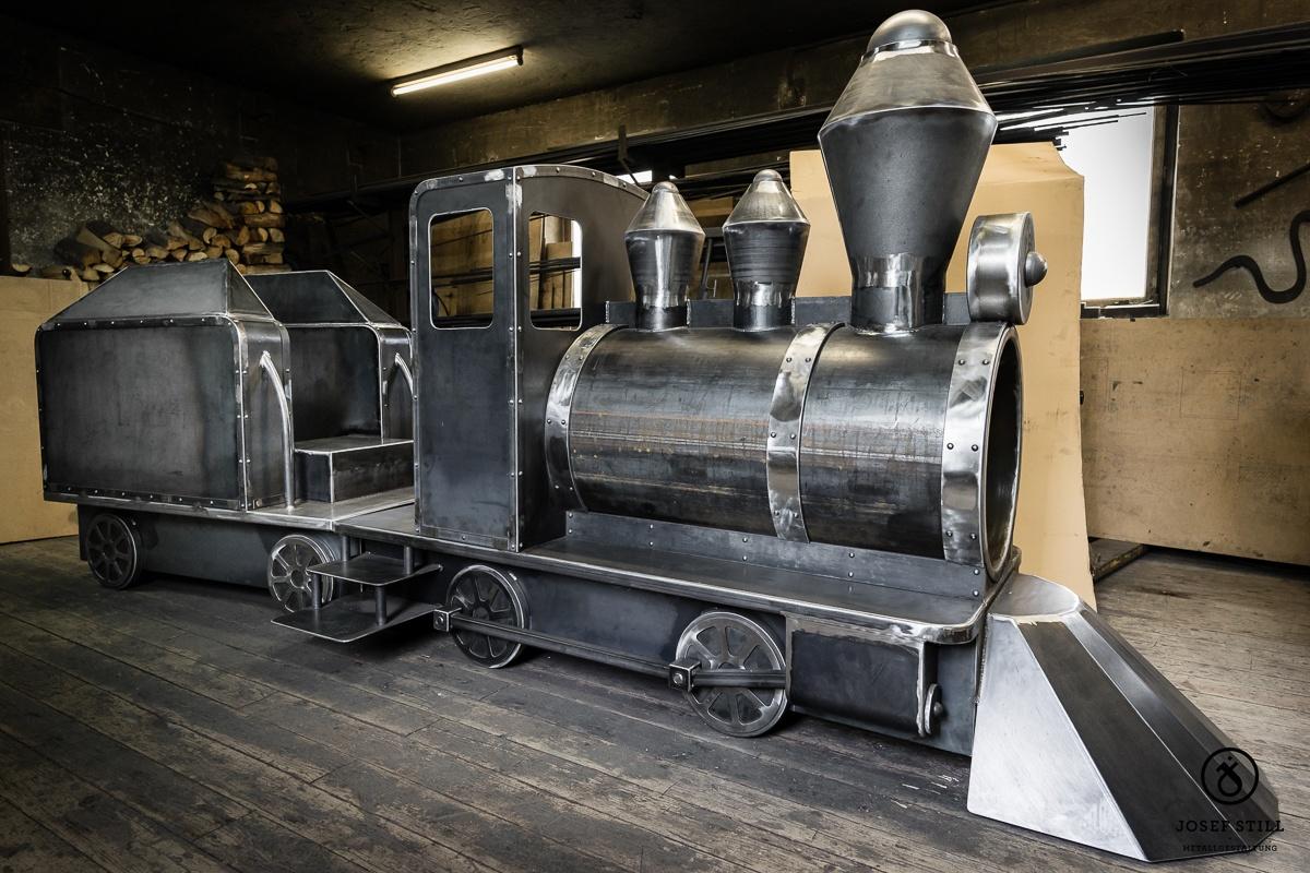 Lokomotive-Spielplatz-Eisen-Metall_08