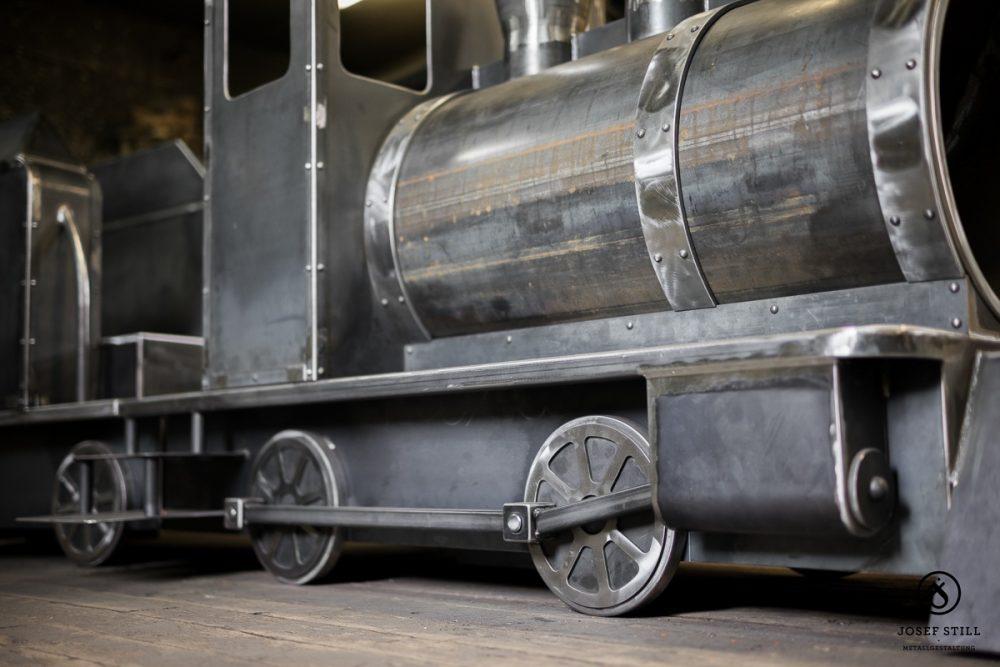 Lokomotive-Spielplatz-Eisen-Metall_11